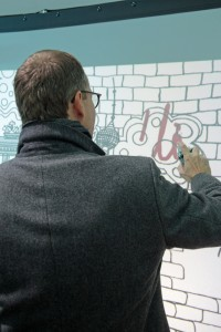 Berlins Bürgermeister signiert die Digitale Graffiti Wand.