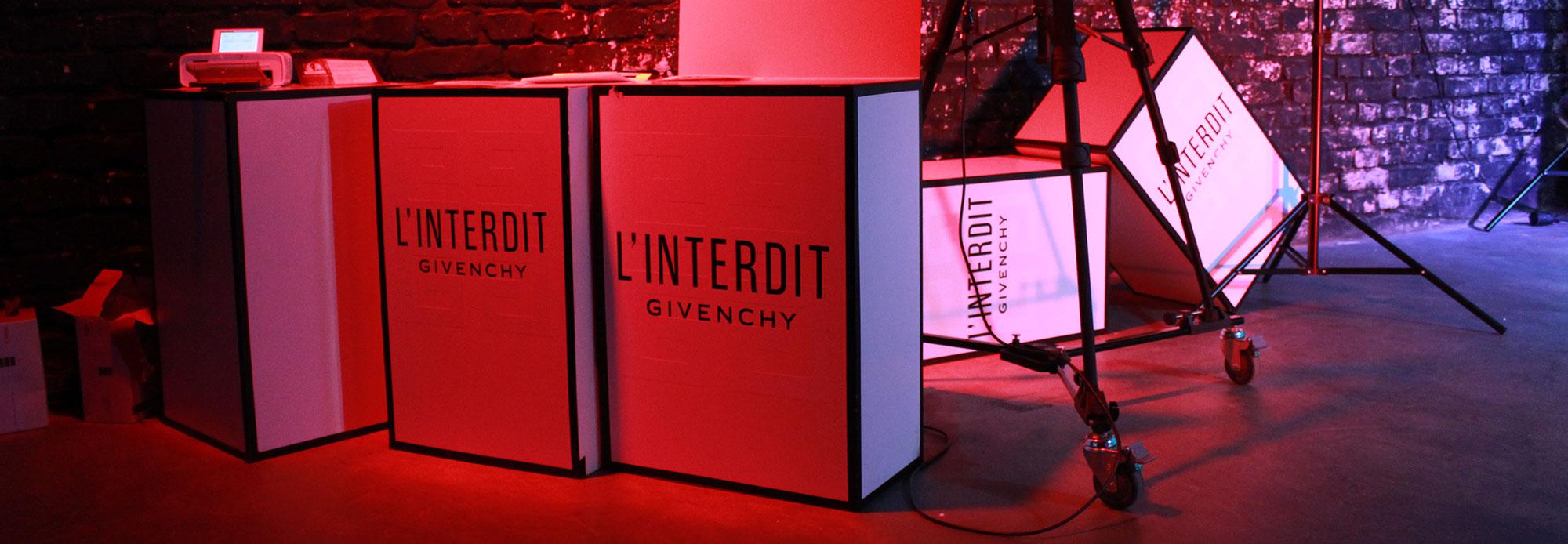 Givenchy L'Interdit in Berlin Mitte mit der Digital Graffiti Wall von Urban Artists